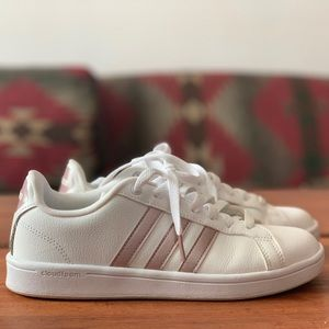 Women's Size 7.5 Adidas Cloudfoam shoes